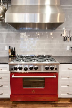 Traditional Kitchen with Viking professional custom series range vgcc5366bar, Shaker style cabinets, gas range, Subway Tile