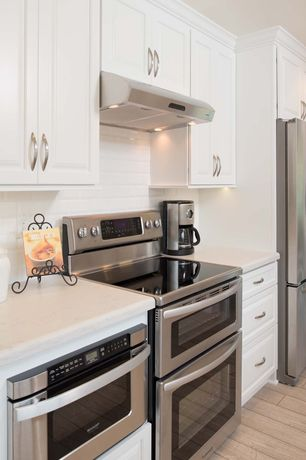 """'Traditional Kitchen with Linen, Quartz, 3"""" x 6"""" Glass Subway Tile in Bright White by Giorbello, Kitchen island, High ceiling' from the web at 'http://photos2.zillowstatic.com/i_e/IShn5zi5bxg8xh1000000000.jpg'"""