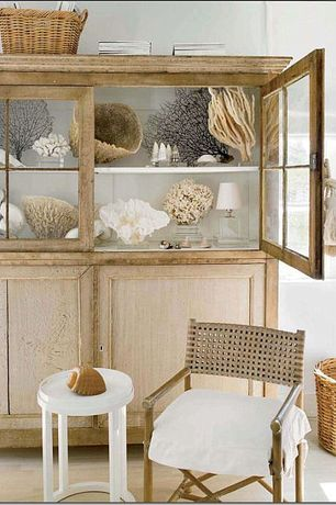 Cottage Living Room with Sea fan