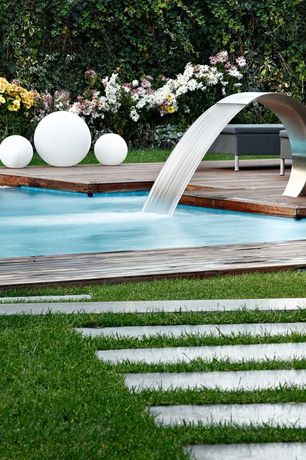 Contemporary Swimming Pool with Concrete pavers, Wood pool deck, Pathway, Fountain, Flexinox Water Curtain Bali Aisi 316