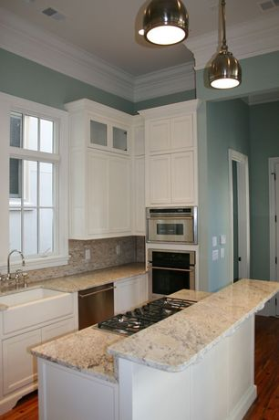 Traditional Kitchen with Hardwood floors, One-wall, Pendant light, Kitchen island, Glass Tile, Simple granite counters
