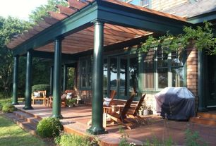 Cottage Patio with Trellis