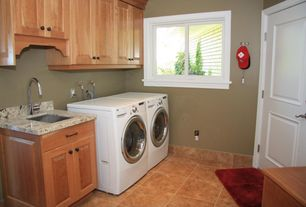 Craftsman Laundry Room with Undermount sink