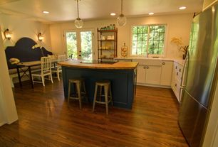 Cottage Kitchen with Wall sconce, Simple granite counters, Breakfast bar, Farmhouse sink, Kitchen island, U-shaped
