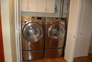 Modern Laundry Room with Farmhouse sink, Hardwood floors, Louvered door