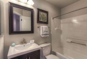Traditional Full Bathroom with Vessel sink, curtain showerdoor, shower bath combo, Flush, Shower, tiled wall showerbath