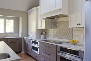 Traditional Kitchen with Paint 2, Paint 1, Gardenia, Calacatta vagli