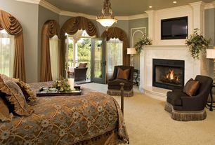 Traditional Master Bedroom with Transom window, Carpet, Paint, can lights, Arched window, Standard height, Casement