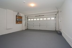 Traditional Garage with Concrete floors, can lights, Standard height, specialty door