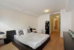 Contemporary Master Bedroom with Hardwood floors, can lights, Standard height, Built-in bookshelf