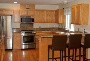 Traditional Kitchen with Complex Granite, Breakfast bar, Kitchen island, Undermount sink, U-shaped, Complex granite counters