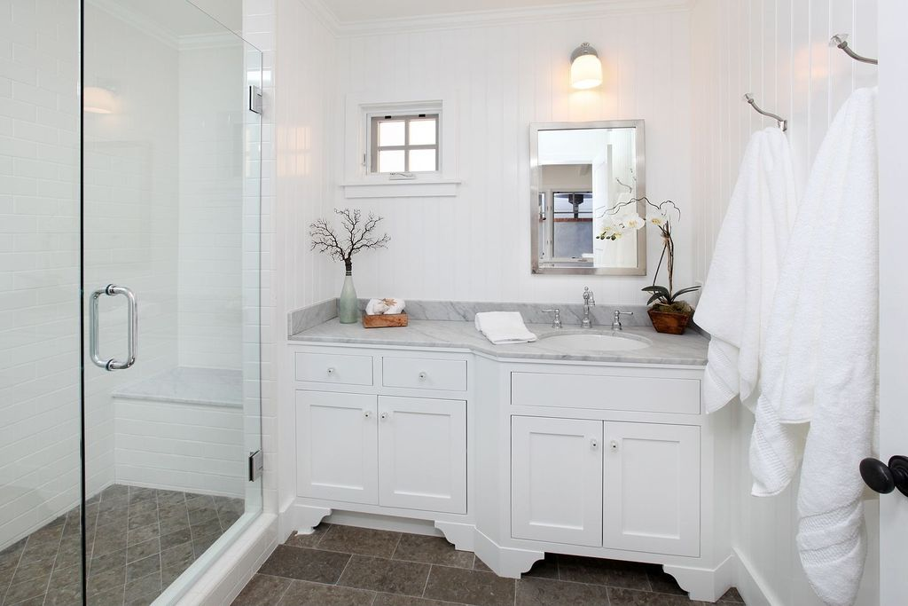Traditional Full Bathroom with Meta marble & granite bianco carrara gioa slab, Paint 1