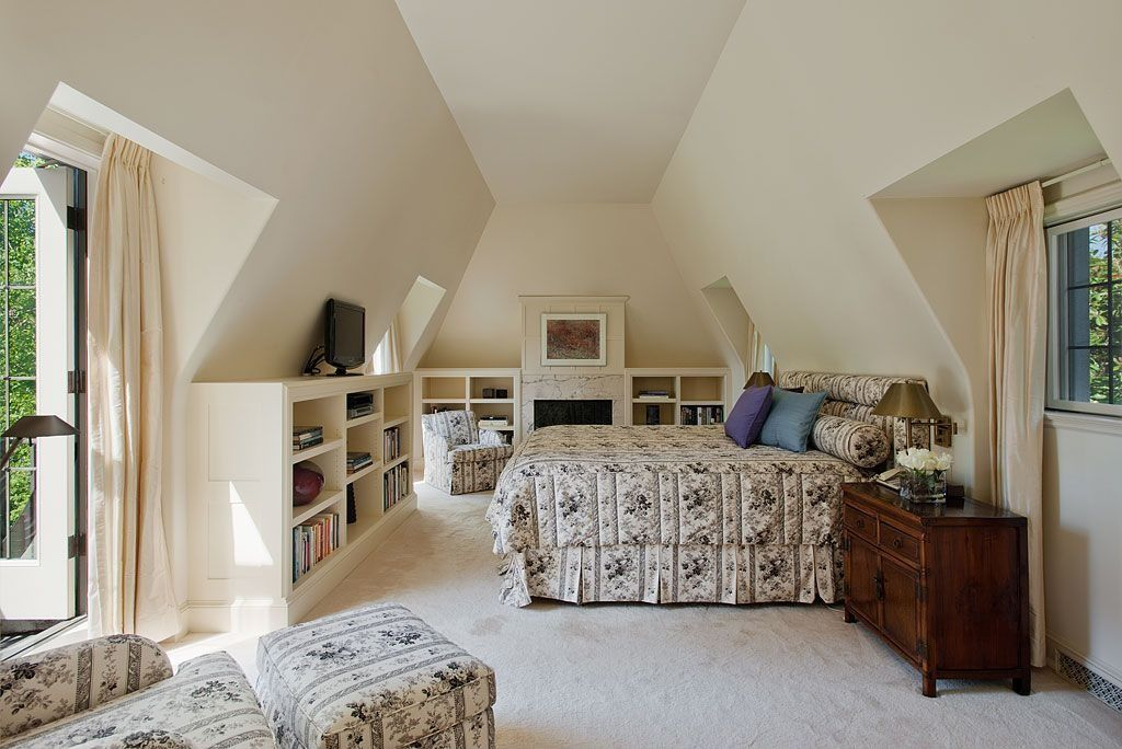 Contemporary Attic with Casement, other fireplace, Fireplace, Built-in bookshelf, Carpet, Standard height
