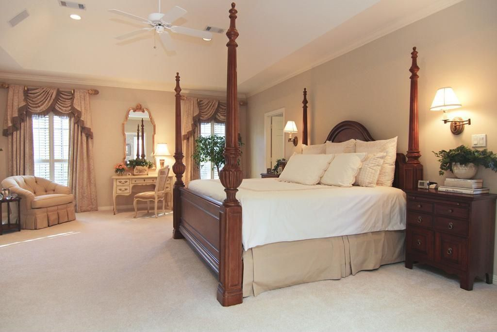 Traditional Guest Bedroom with Carpet, bedroom reading light, Crown molding, Standard height, Ceiling fan, Casement