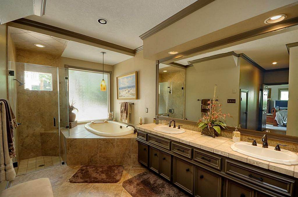 Traditional Full Bathroom with partial backsplash, Bathtub, Sauna, High ceiling, Framed Partial Panel, Jetted showerhead