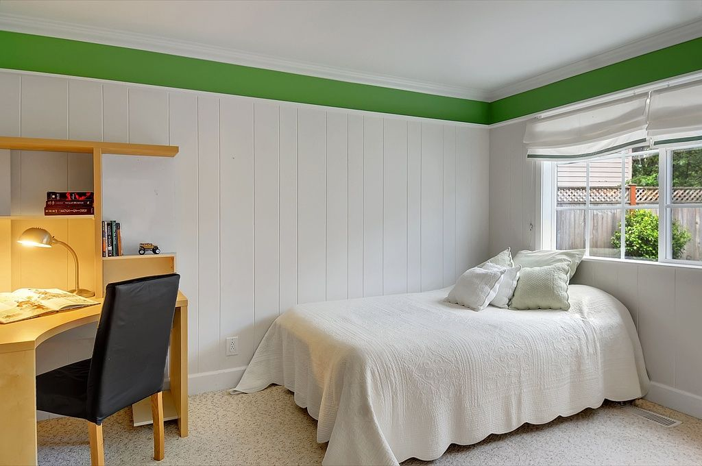 Cottage Guest Bedroom with Crown molding, Standard height, Carpet, Casement