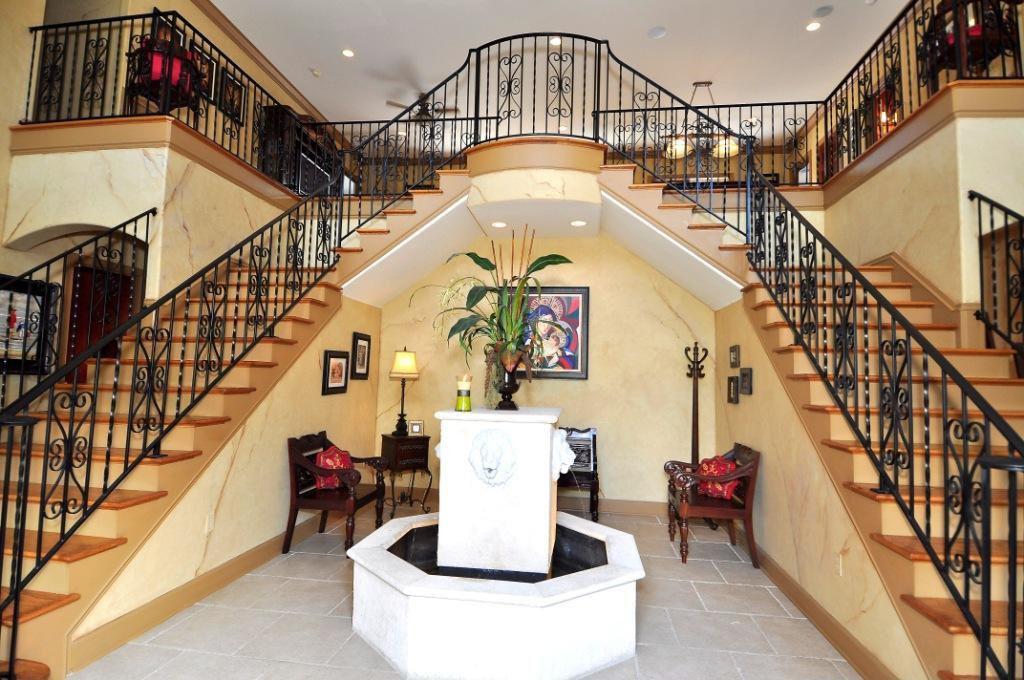 Balcony, Ceiling fan, Crown molding, Double, Hardwood, Mediterranean, Normal (2.7m), Pendant, Wallpaper
