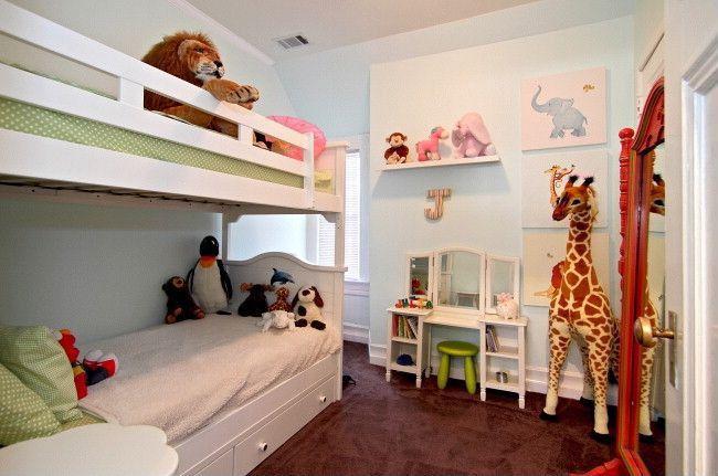 Traditional Kids Bedroom with Standard height, Carpet, no bedroom feature, Built-in bookshelf