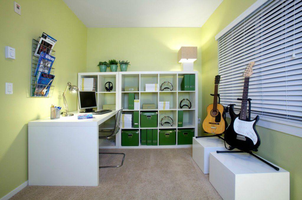 Modern home office with high ceiling carpet zillow digs for Bureau kallax ikea