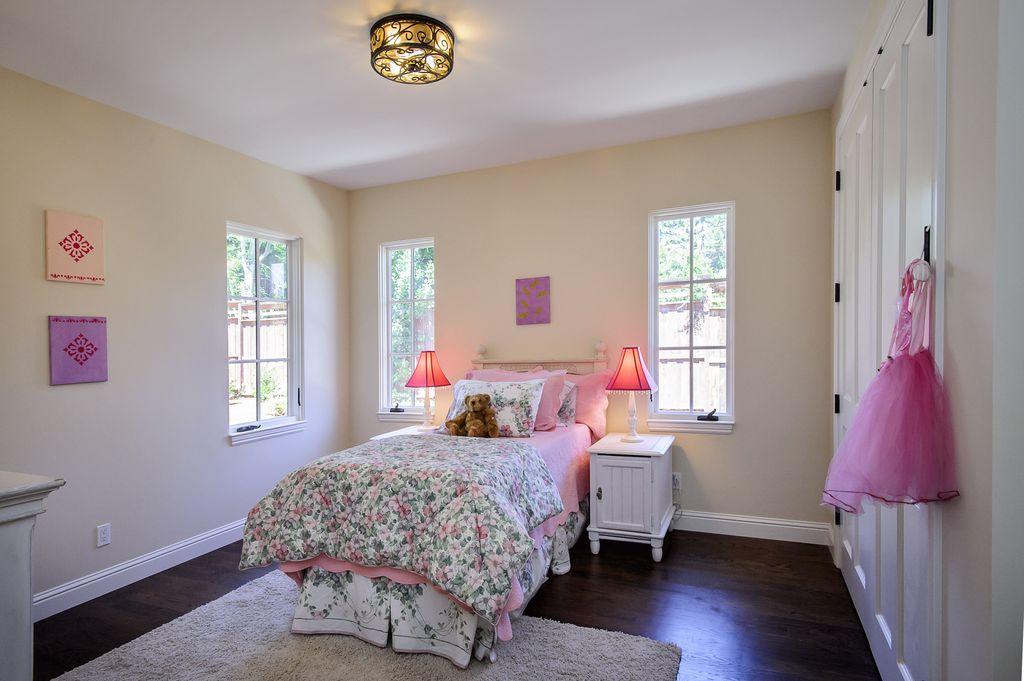 Built-in bookshelves/cabinets, Cottage, Country, Flush/Semi-Flush Mount, Hardwood, Normal (2.7m), Traditional