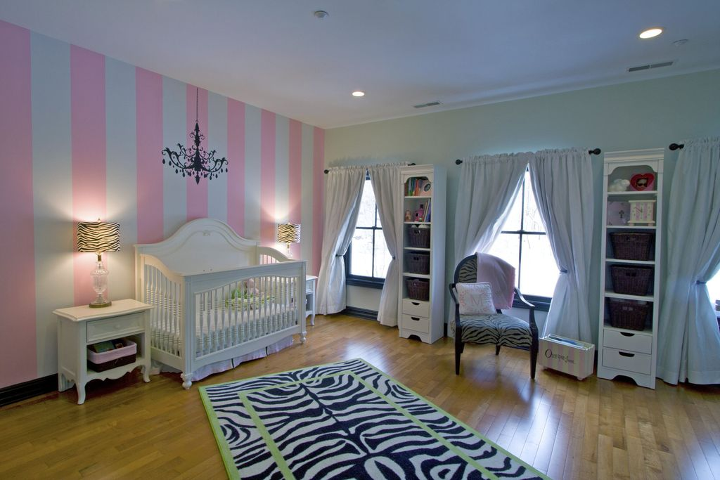 Modern Kids Bedroom with Paint 1, Baby cache heritage lifetime convertible crib, Hardwood floors, can lights, Casement