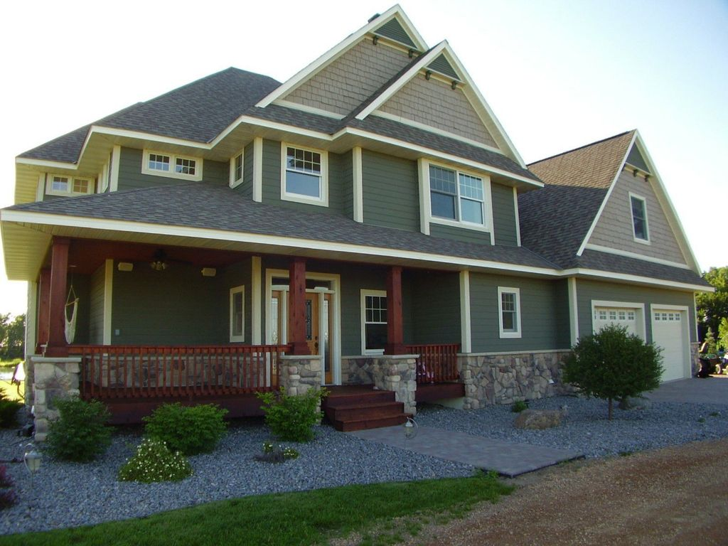 craftsman exterior of home with veneerstone field stone cascade flats. Black Bedroom Furniture Sets. Home Design Ideas