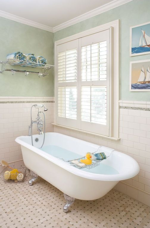 Traditional Kids Bedroom with Crown molding, Paint, Clawfoot bathtub, Carpet, Standard height, Casement