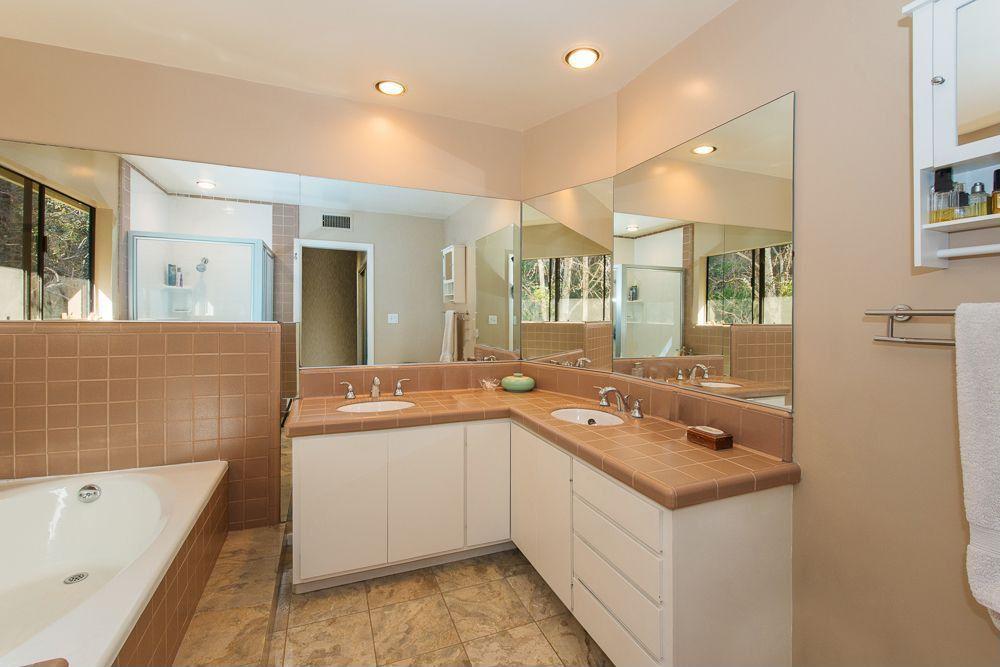 Traditional Master Bathroom with Casement, Large Ceramic Tile, Master bathroom, Standard height, full backsplash, Bathtub