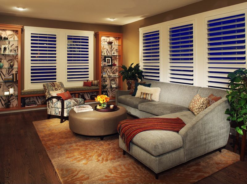 Modern Living Room with Window seat, Standard height, can lights, double-hung window, Laminate floors, Built-in bookshelf
