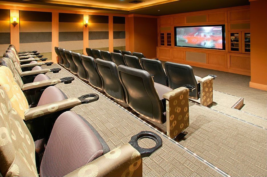 Modern Home Theater with Carpet, Crown molding, Standard height, Built-in bookshelf, interior wallpaper, Wall sconce
