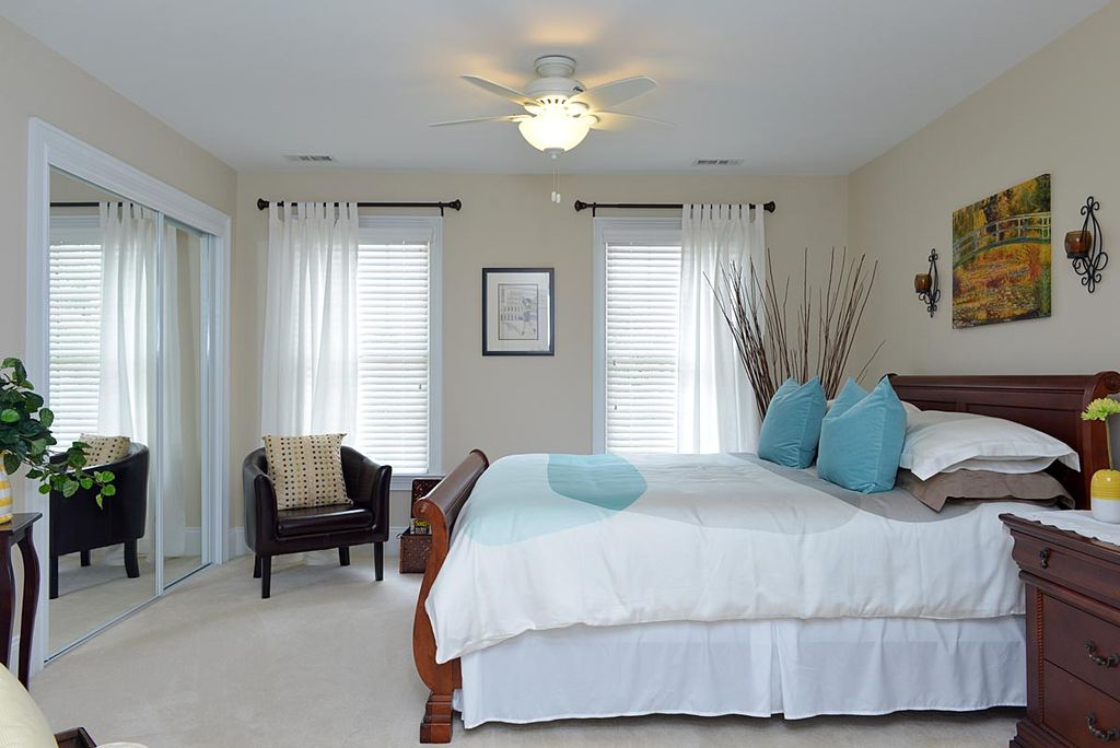Traditional Guest Bedroom with Ikea, tullsta leather chair, Neutral carpet, Paint, Mirrored closet doors