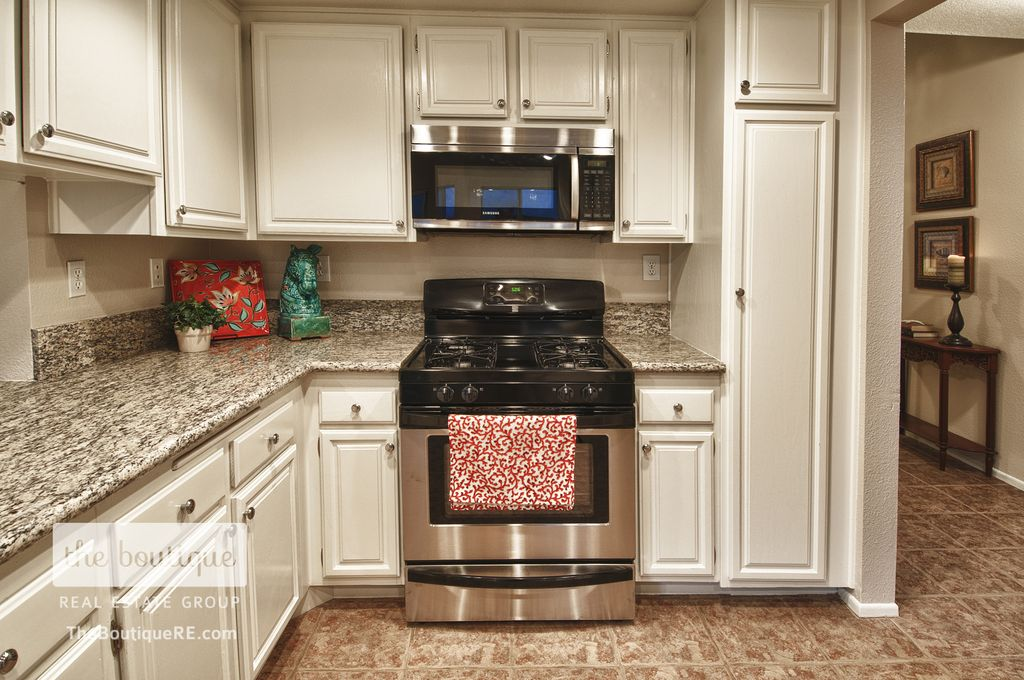 Traditional Kitchen with Raised panel, Standard height, Complex granite counters, L-shaped, slate tile floors, Inset cabinets