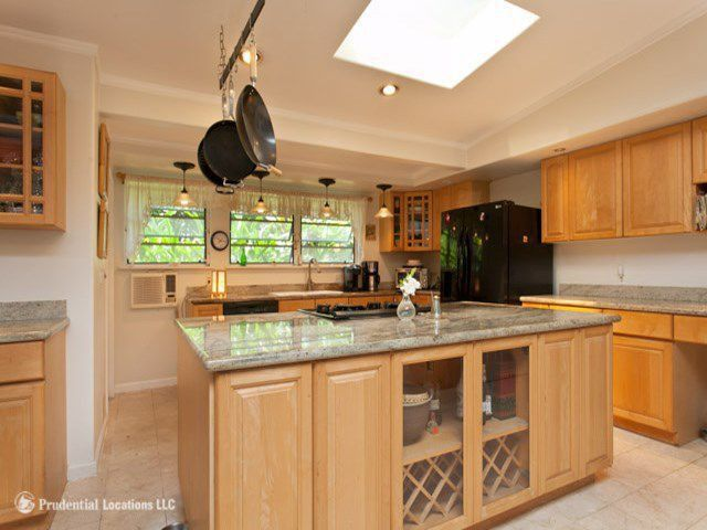 Craftsman Kitchen with Simple Granite, electric cooktop, can lights, Raised panel, Pendant light, Simple granite counters