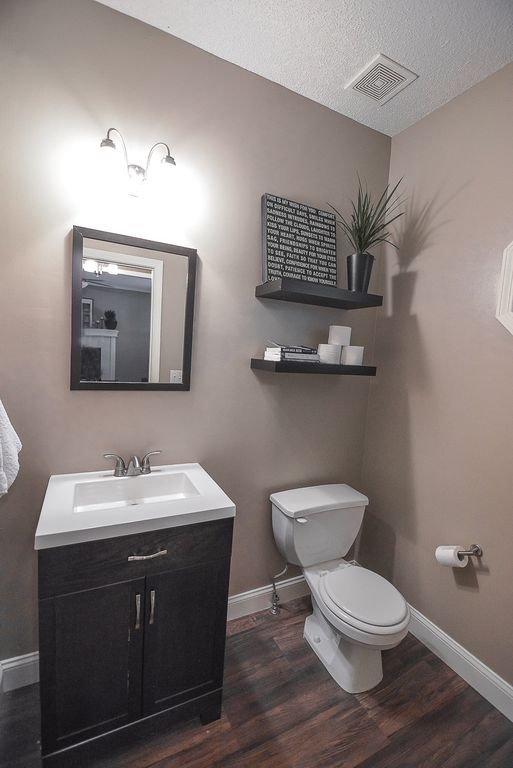 Great Traditional Powder Room