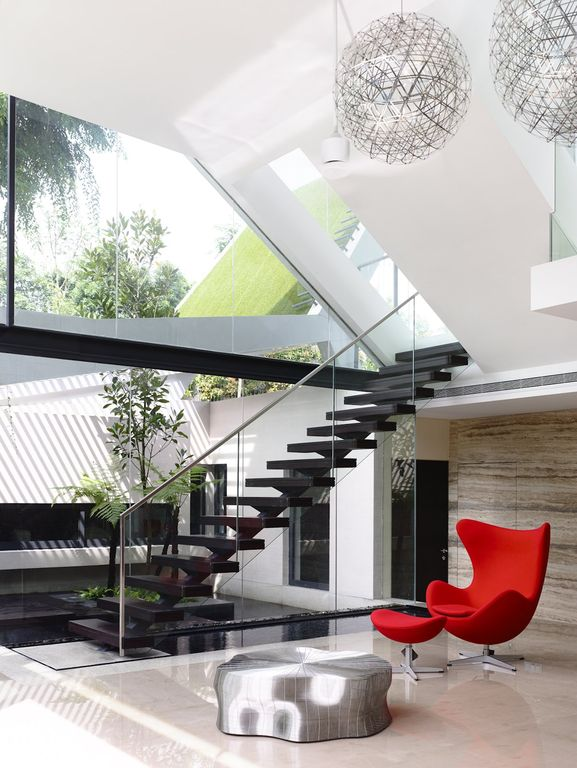 Modern Staircase with Hardwood floors, Floating staircase, High ceiling, picture window