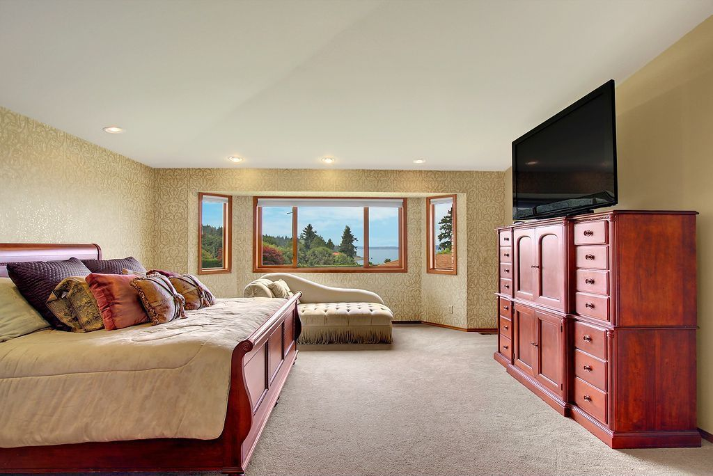 Craftsman Master Bedroom with picture window, Standard height, interior wallpaper, Casement, can lights, Carpet