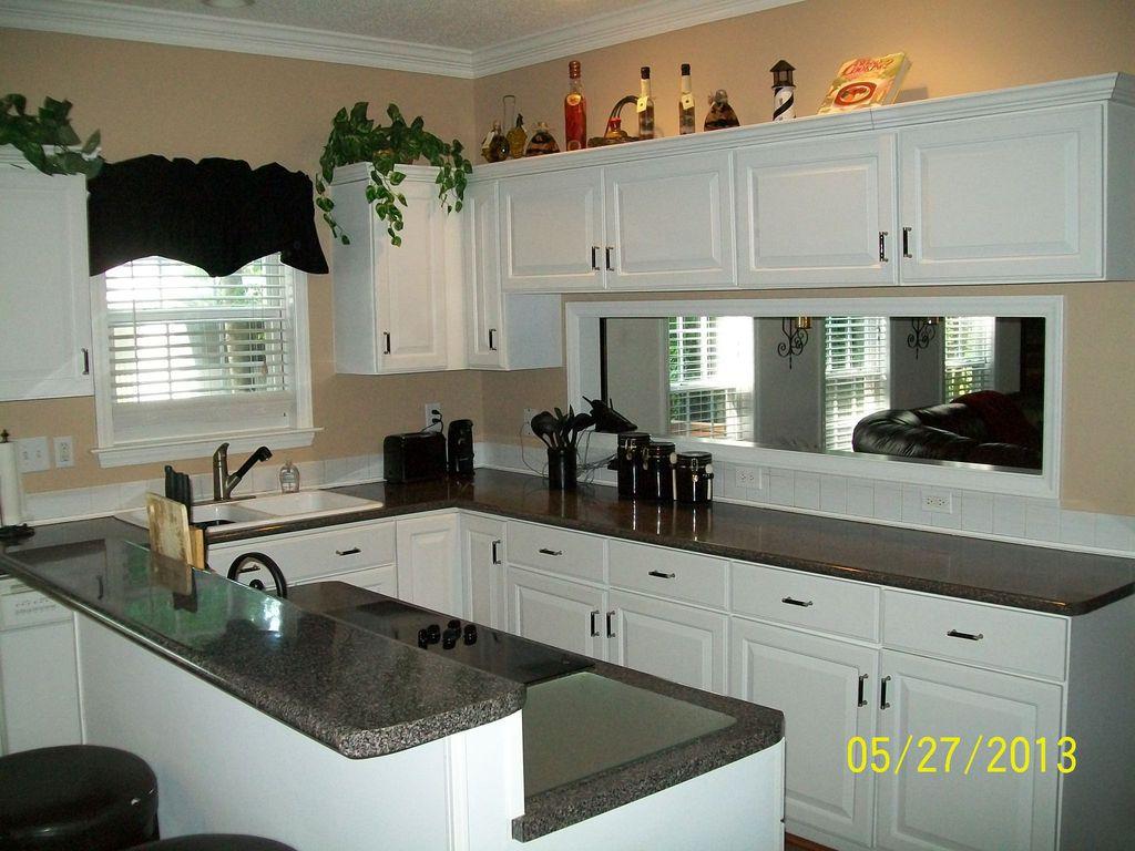 Breakfast Bar, Crown molding, Granite - simple, Inset, Island, L-Shaped, Large Ceramic (6 x 6), Multiple Sinks, Normal (2.7m), Raised Panel, Traditional
