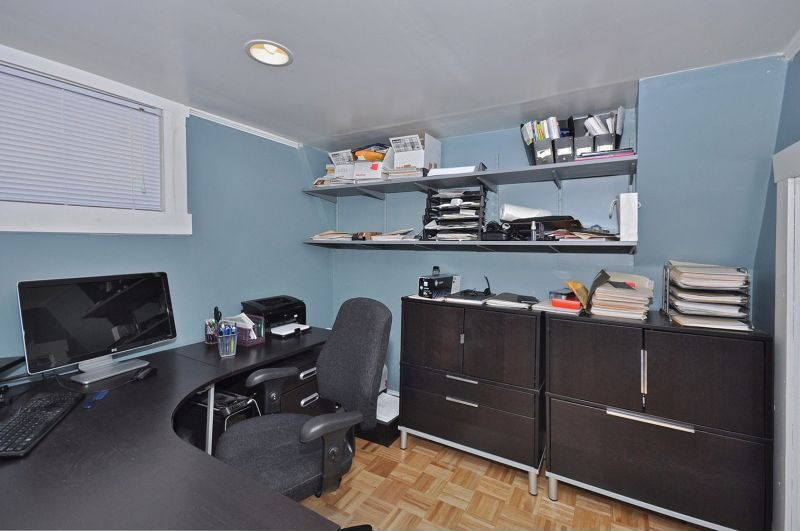Traditional Home Office with Standard height, can lights, Hardwood floors, Built-in bookshelf, Crown molding