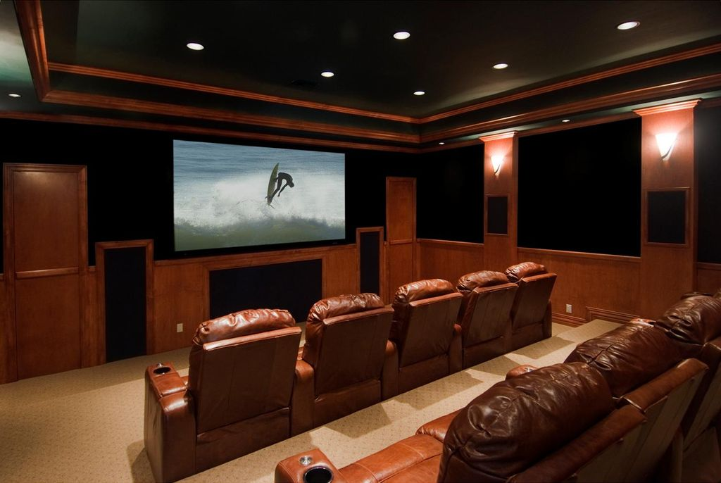Traditional Home Theater with Wall sconce, can lights, Carpet, Crown molding, Standard height