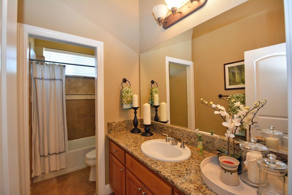 Traditional Full Bathroom with Paint, Inset cabinets, Paint 2, curtain showerdoor, Bathtub, shower bath combo, Simple Granite