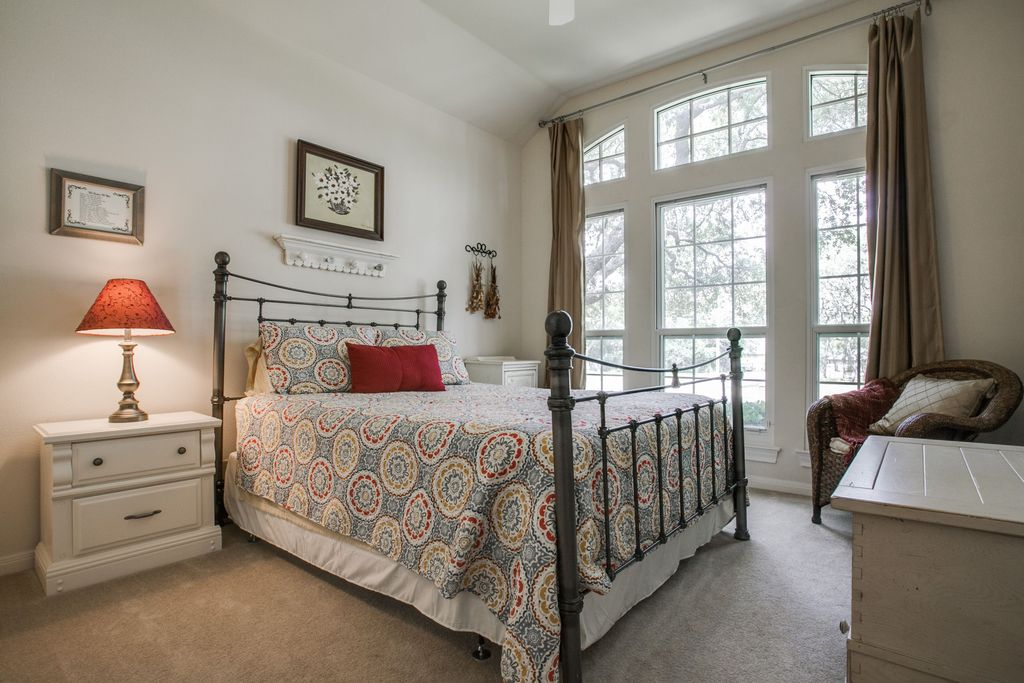 Traditional Master Bedroom with Casement, Carpet, Ceiling fan, picture window, Standard height