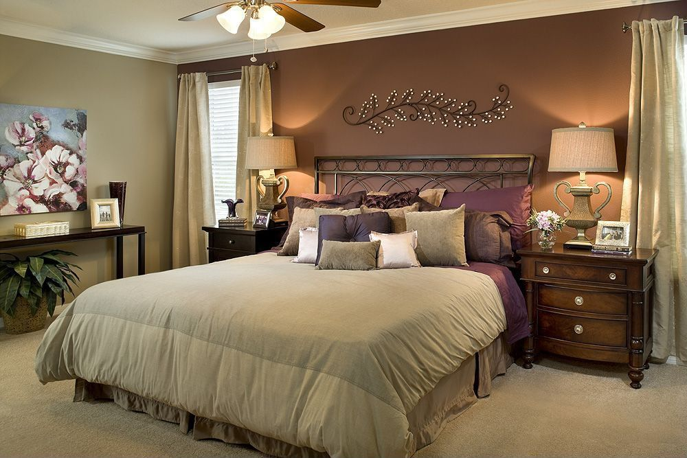 Traditional Master Bedroom with Carpet, Ceiling fan, Crown molding, Standard height