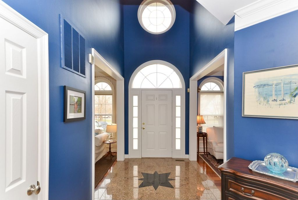 Traditional Entryway with simple marble floors, Arched window, High ceiling