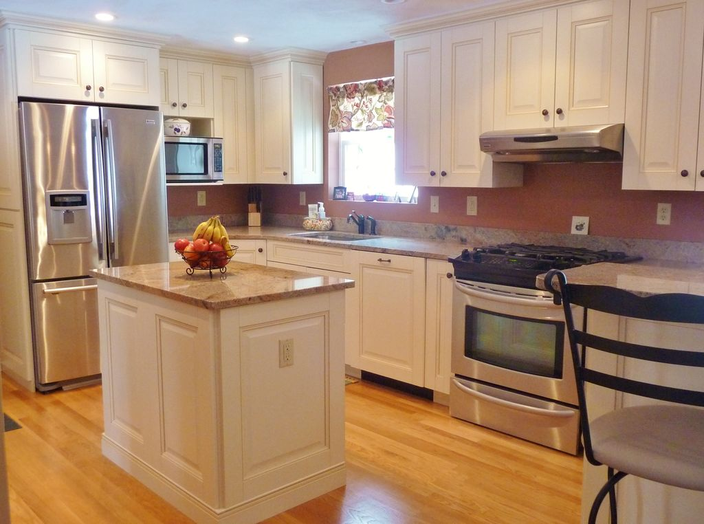 Traditional Kitchen with Standard height, gas range, built-in microwave, L-shaped, Complex marble counters, dishwasher