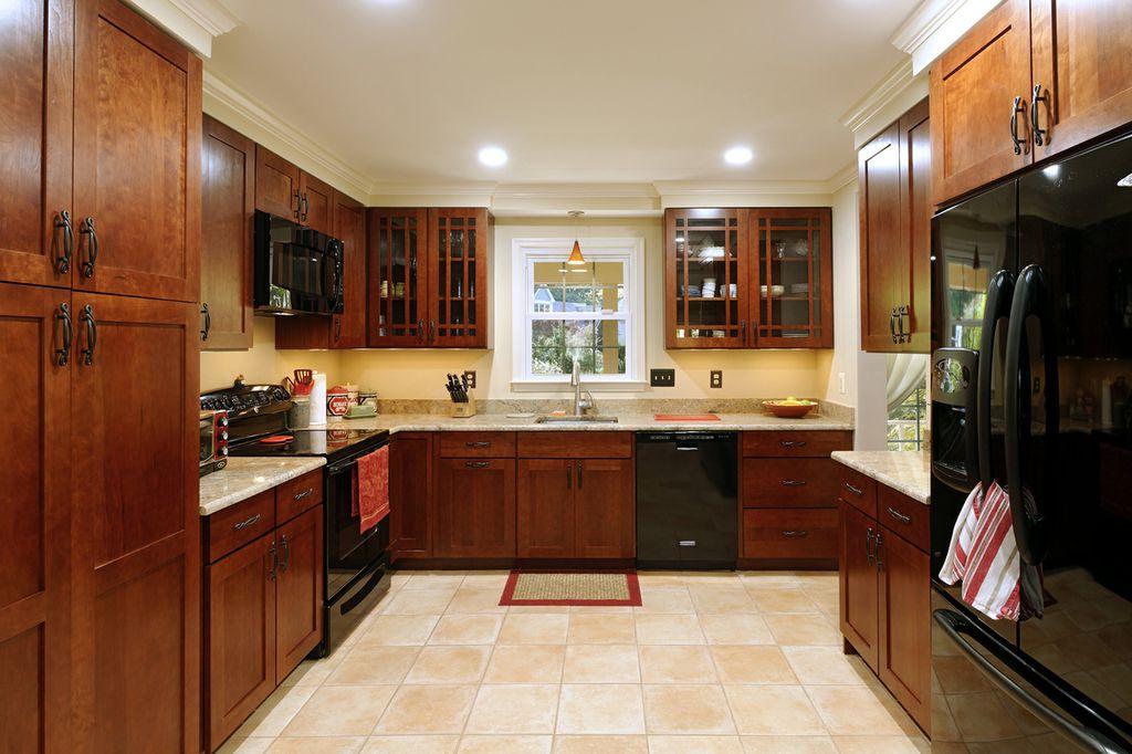 Craftsman Kitchen with dishwasher, Glass panel, European Cabinets, Flush, 2 in. Quartz Countertop in Seleno, Standard height