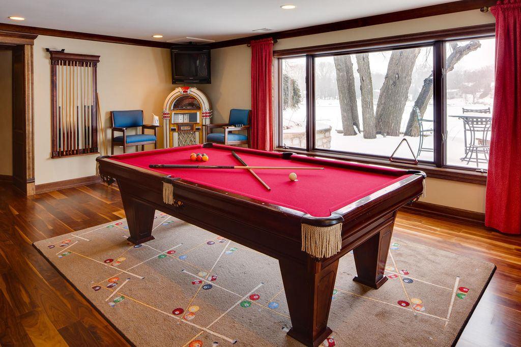 Traditional Game Room with Standard height, Hardwood floors, Casement, picture window, can lights, Crown molding