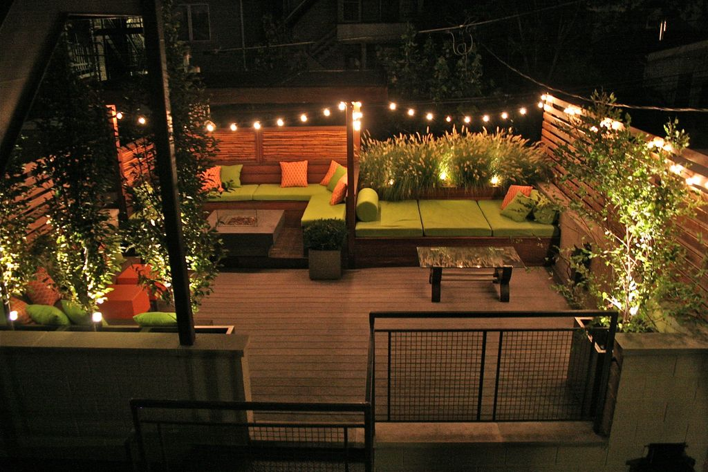 Contemporary Deck with Built-in outdoor bed, Rooftop deck, Exterior accent lighting, Fire pit, Raised beds, Gate, Fence
