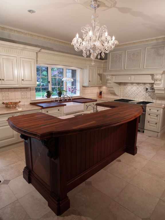 Traditional Kitchen with Standard height, Wall Hood, L-shaped, electric cooktop, Large Ceramic Tile, full backsplash