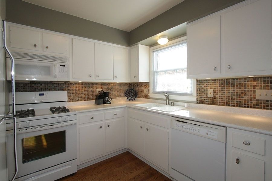 Traditional Kitchen with dishwasher, Built In Refrigerator, Multiple Sinks, built-in microwave, gas range, Raised panel