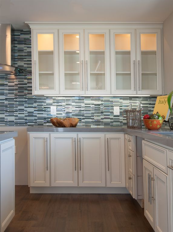 Traditional Kitchen with Glass and stainless wall hood, L-shaped, Jeffrey court stratosphere blue pencil mosaic wall tile